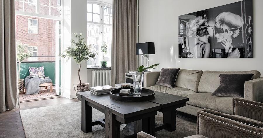 Una casa de muebles oscuros, ¡perfectos para paredes blancas ...