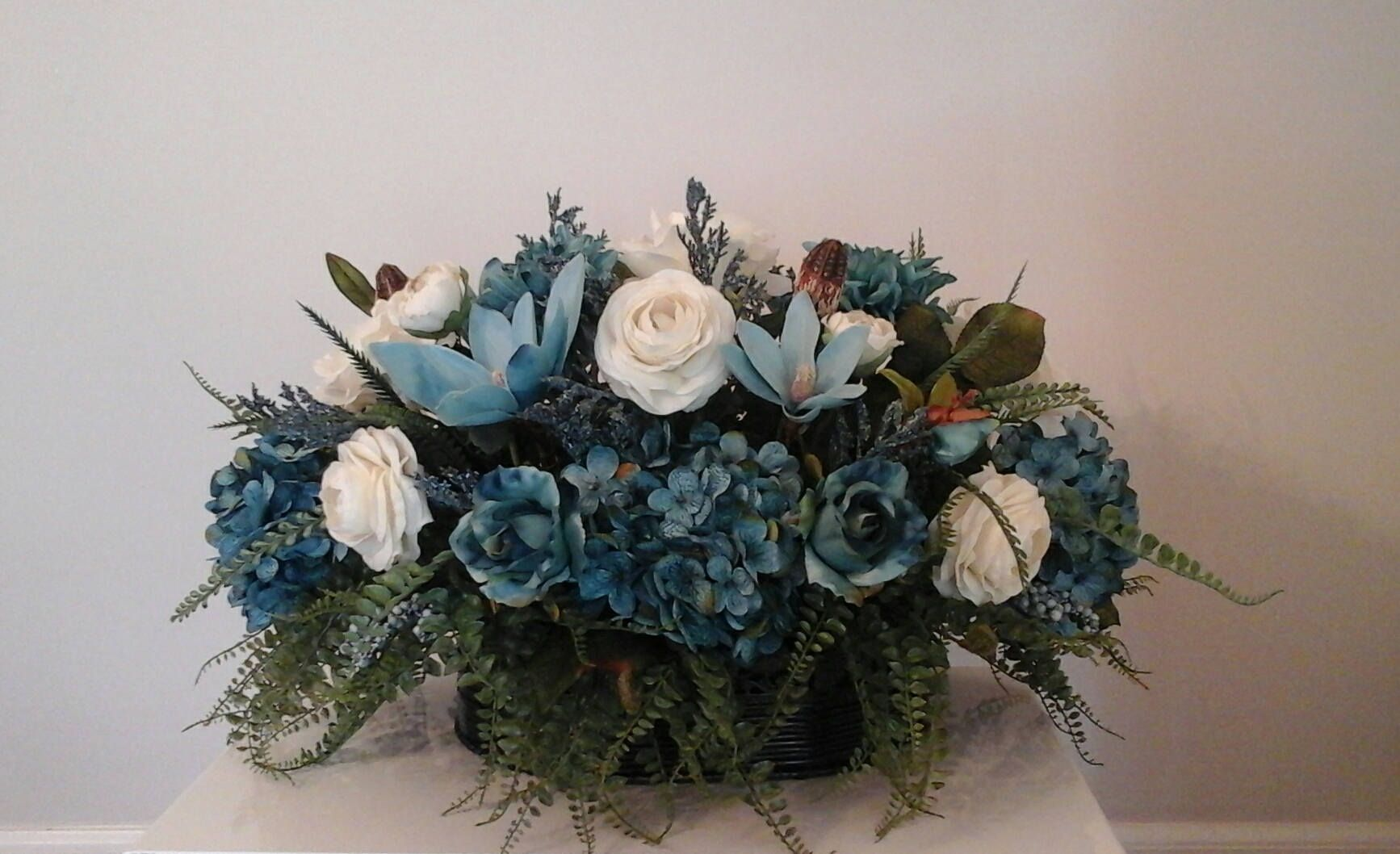 Table Floral Arrangement Floral Centerpiece Shipping Included Elegant Sofa Table Wet Bar Wall Niche Floral Arrangement Custom Made Floral Arrangements Floral Centerpieces Wet Bars