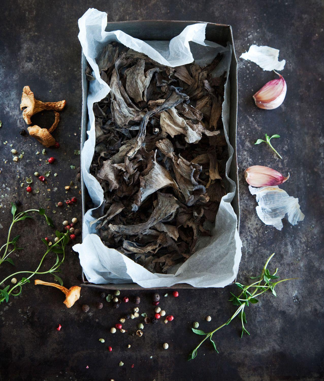 Syksyn sienisadosta riittää iloa pitkälle talveen. Kuva: Arto Vuohelainen.