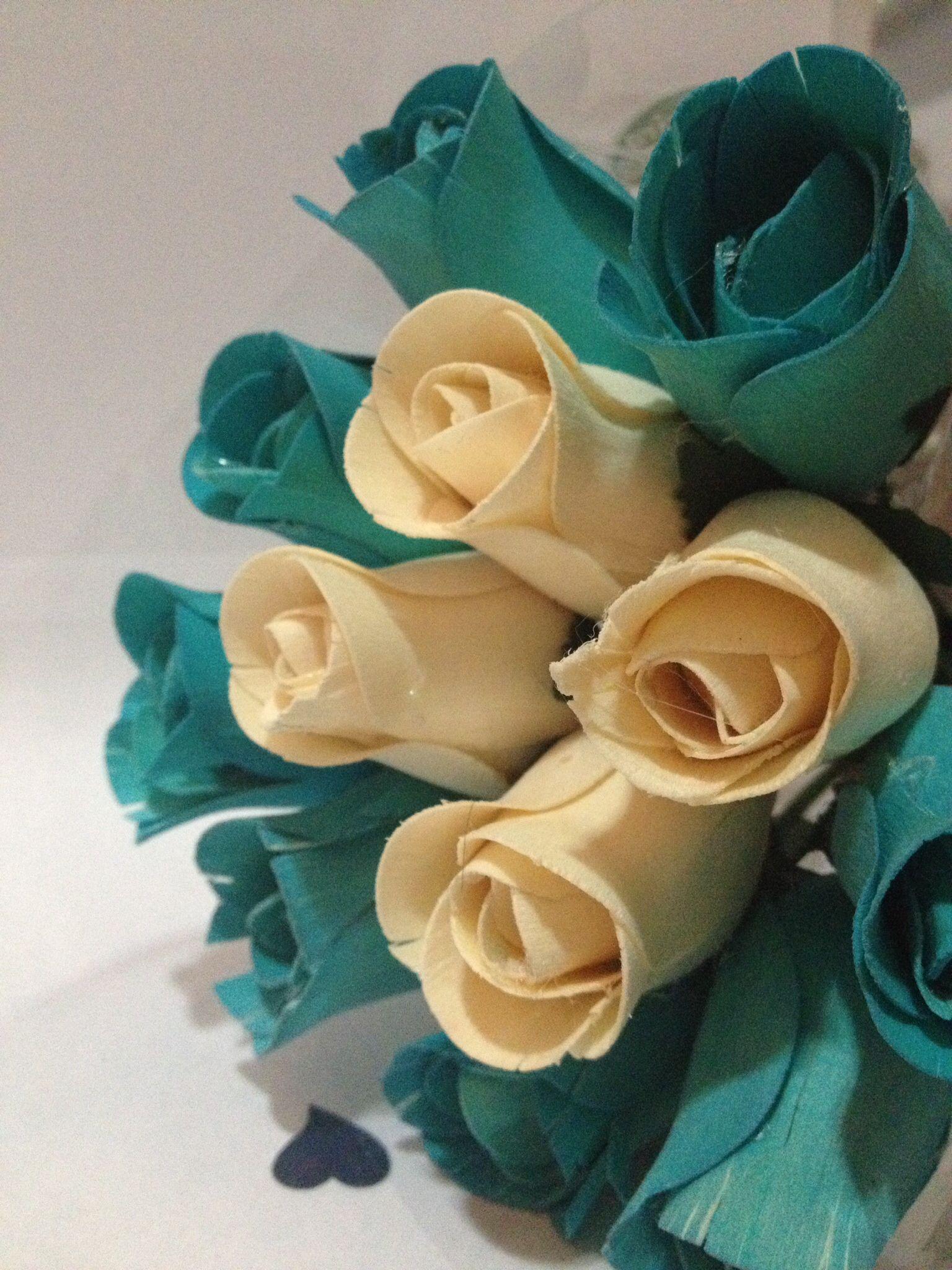 Buquê com flores de madeira
