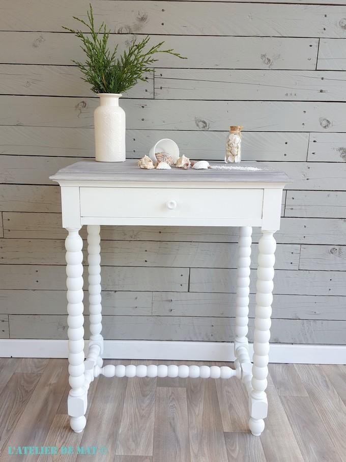 Une Petite Table Aux Airs Bord De Mer L Atelier De Mat Relooker Meuble Relooking Meuble Mobilier De Salon