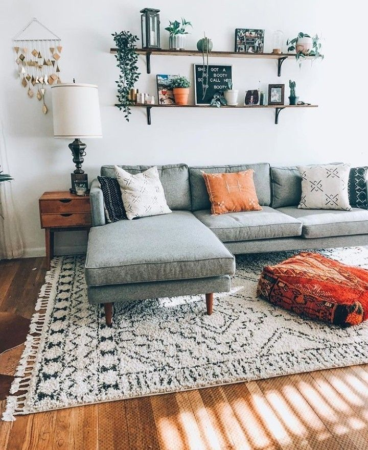 Salon tres simple contre un mur in 2020 | Wohnung wohnzimmer ...