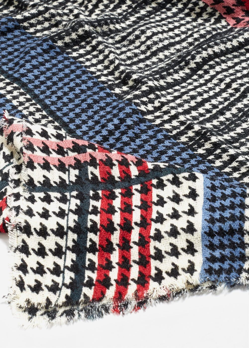Houndstooth knit scarf | Houndstooth, Scarves and Woman