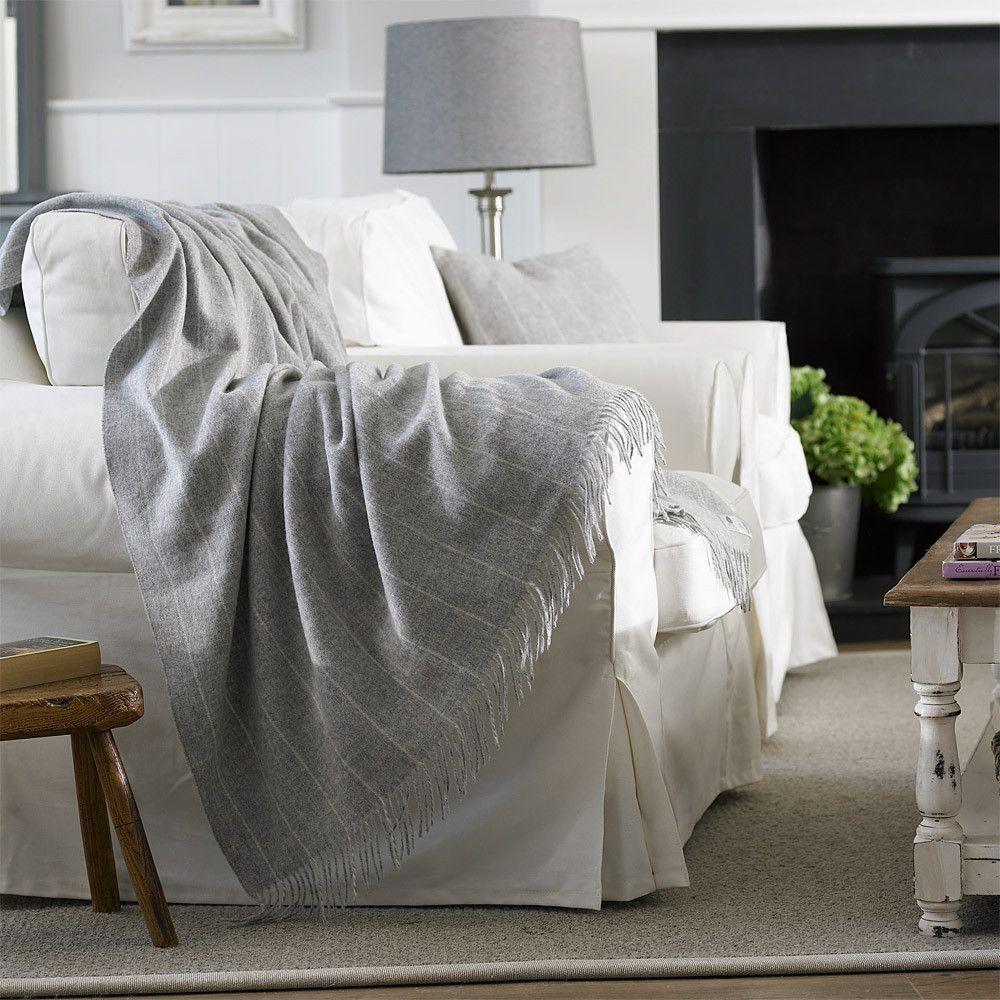 Pin di valentina ciprian su interior inspirations grey for Salotti bianchi