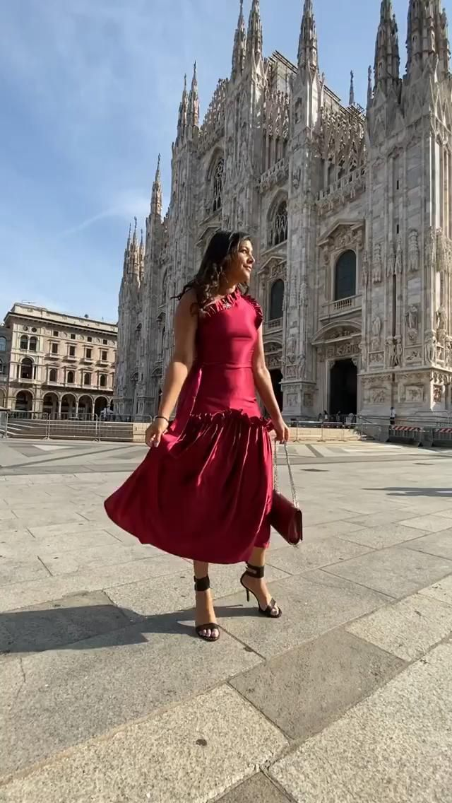 I knew it was a stylish city but didn't realise how beautiful it is here until being invited on a fashionista trip with the #GrandhoteletdeMilano and @armanihotelmilano And what outfit could be more fitting for a shoot at the #duomomilano than this stunning made to measure @serran_official dress 🇮🇹 head to my stories to see what I've been up to. #milan #duomo #milano #milanfashionweek @spotlight_coms @ghoteletdemilan #presstrip
