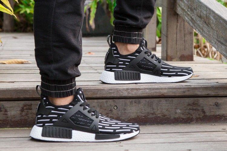 adidas Originals NMD XR1 Negro Blanco hombres Zapatos S81532 nuevo ... 4fc7f2156b