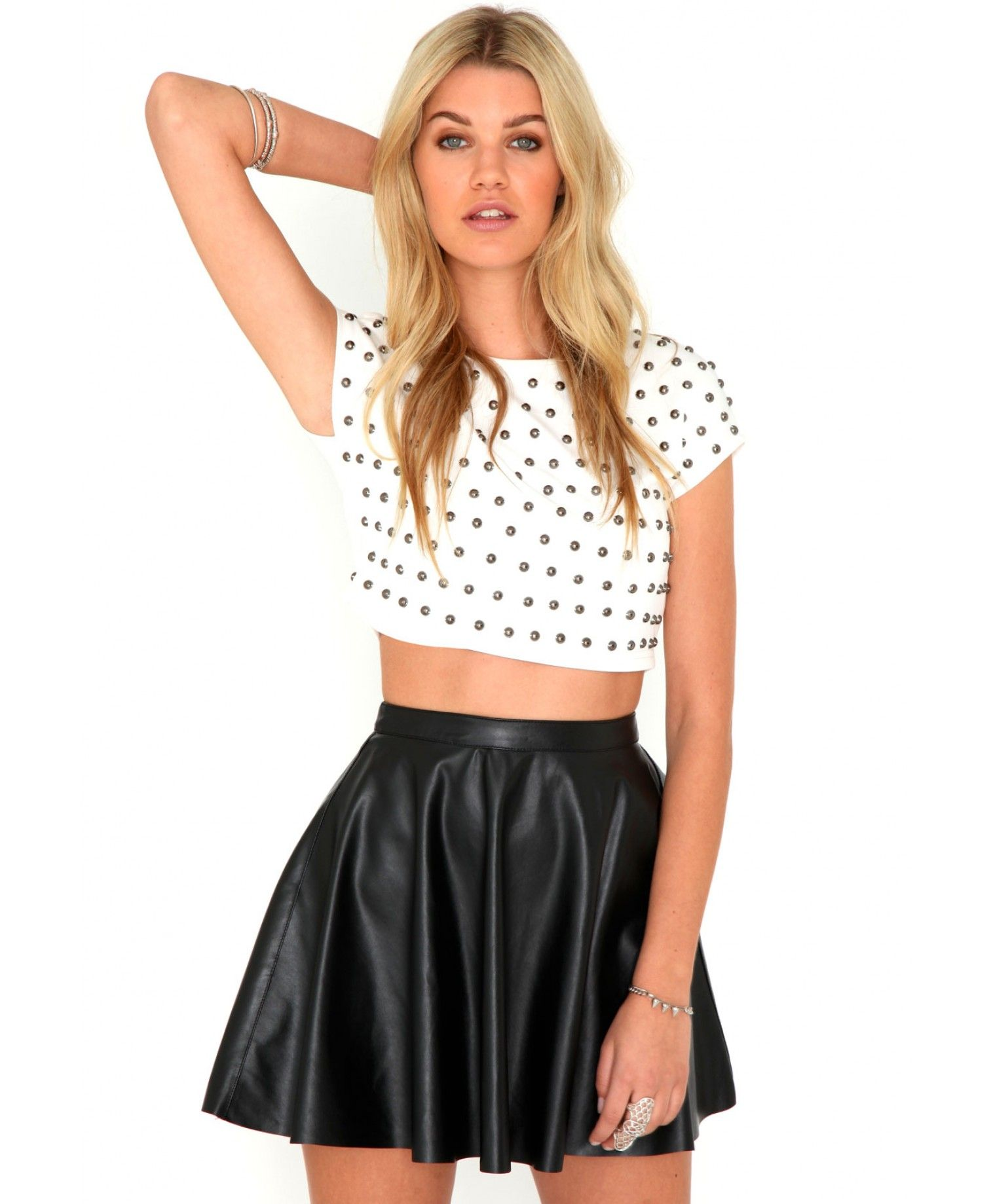 e980b18d94895a 15 Ideas and Combination Of Skater Skirt Outfits | MY NON gothic yet ...