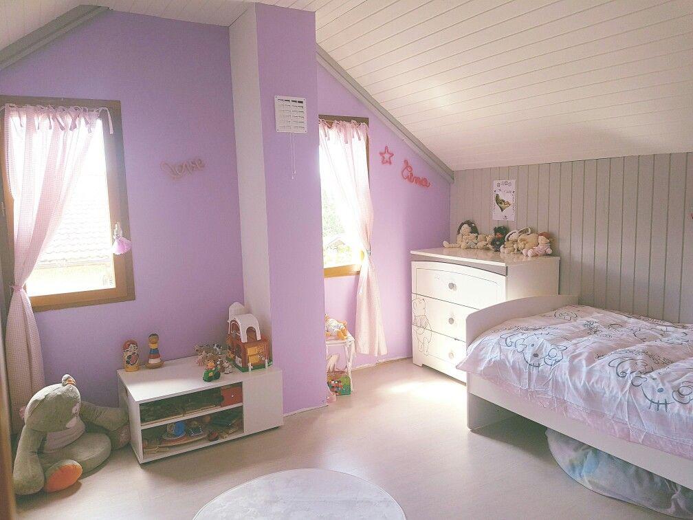 Chambre de Tina. Montessori. Parme blanc et gris. Lambris repeint ...