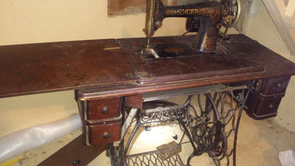 40 Antique Singer Sewing Machine In Original Table From Estate Awesome 1921 Singer Sewing Machine