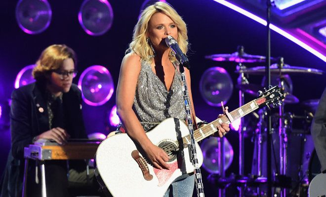 Miranda Lambert Gives Fans Dog Rescue Ideas, Helps Them Decorate Like She Does Too