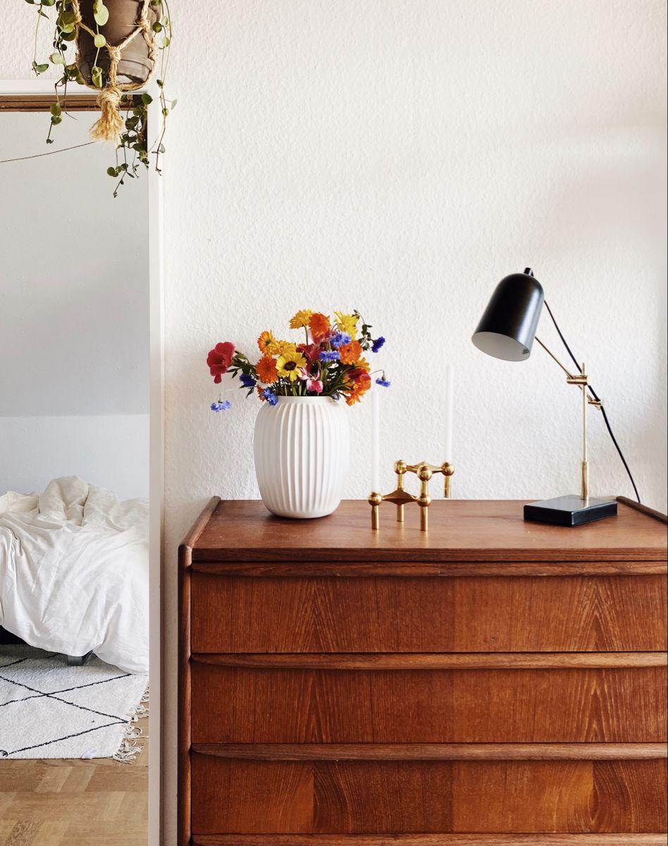 #vintage #midcentury #midcenturymodern #flowers #decor #roomdecoration #aesthetic #scandinaviandesign #scandinavian  #minimalism #scandinavianstyle #minimalistbedroom