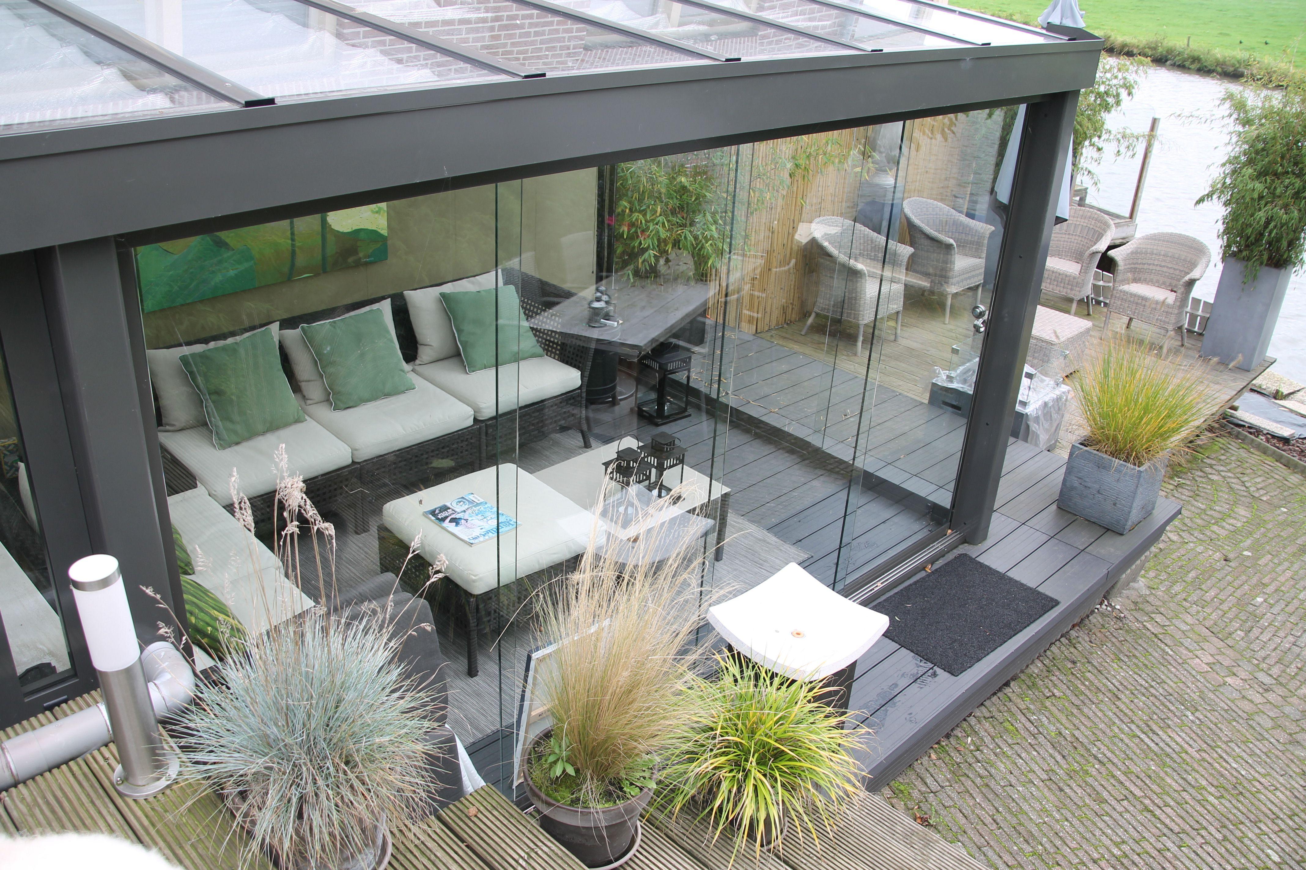 Het Gevoel Van Buiten In Een Veranda Met Prachtige Glazen