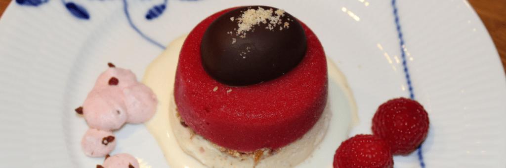 Nytårsdessert med vaniljeis, nougatine og hindbær-appelsin sorbet - en dessert til specielle lejligheder - Danish Things #kransekageopskrift