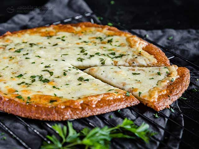 Keto Classic Cheese Garlic Pizza (low-carb, grain-free, vegetarian)