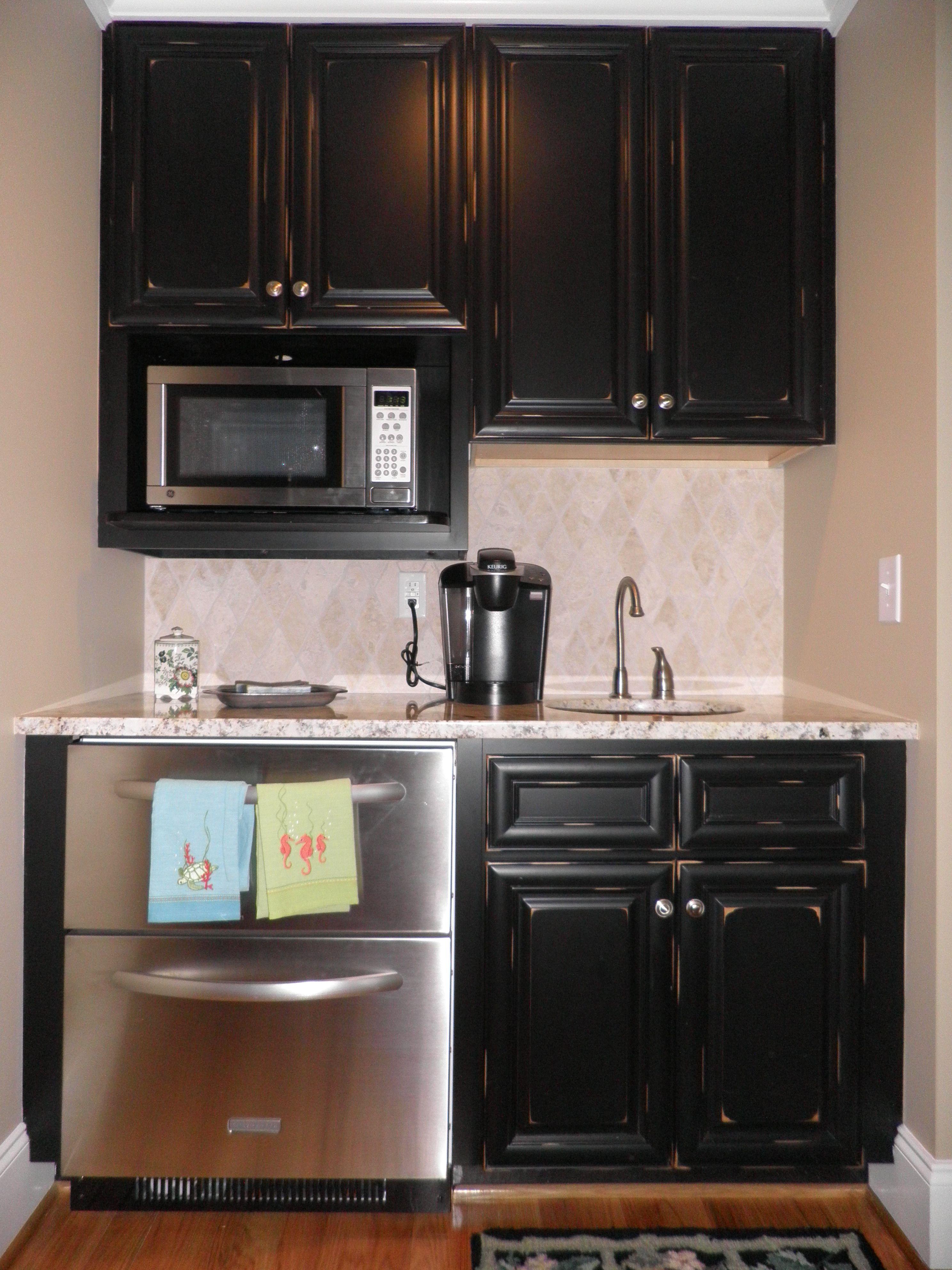 Vintage Onyx Tiny Kitchen It Works Www Ez Cabs Com Distressed Kitchen Cabinets Distressed Kitchen Kitchen Cabinets