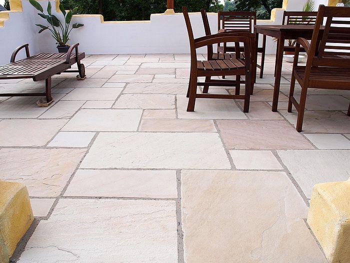 Terrasse en pierre naturelle au style méditerranien \u2013 stonenaturelle - Pose De Carrelage Exterieur Sur Chape Beton
