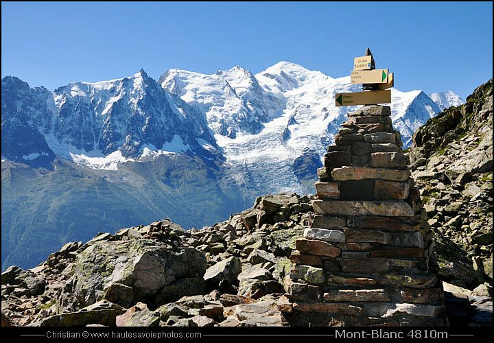 Un Cairn Et Le Mont Blanc 4810m Haute Savoie Mont Blanc Savoie