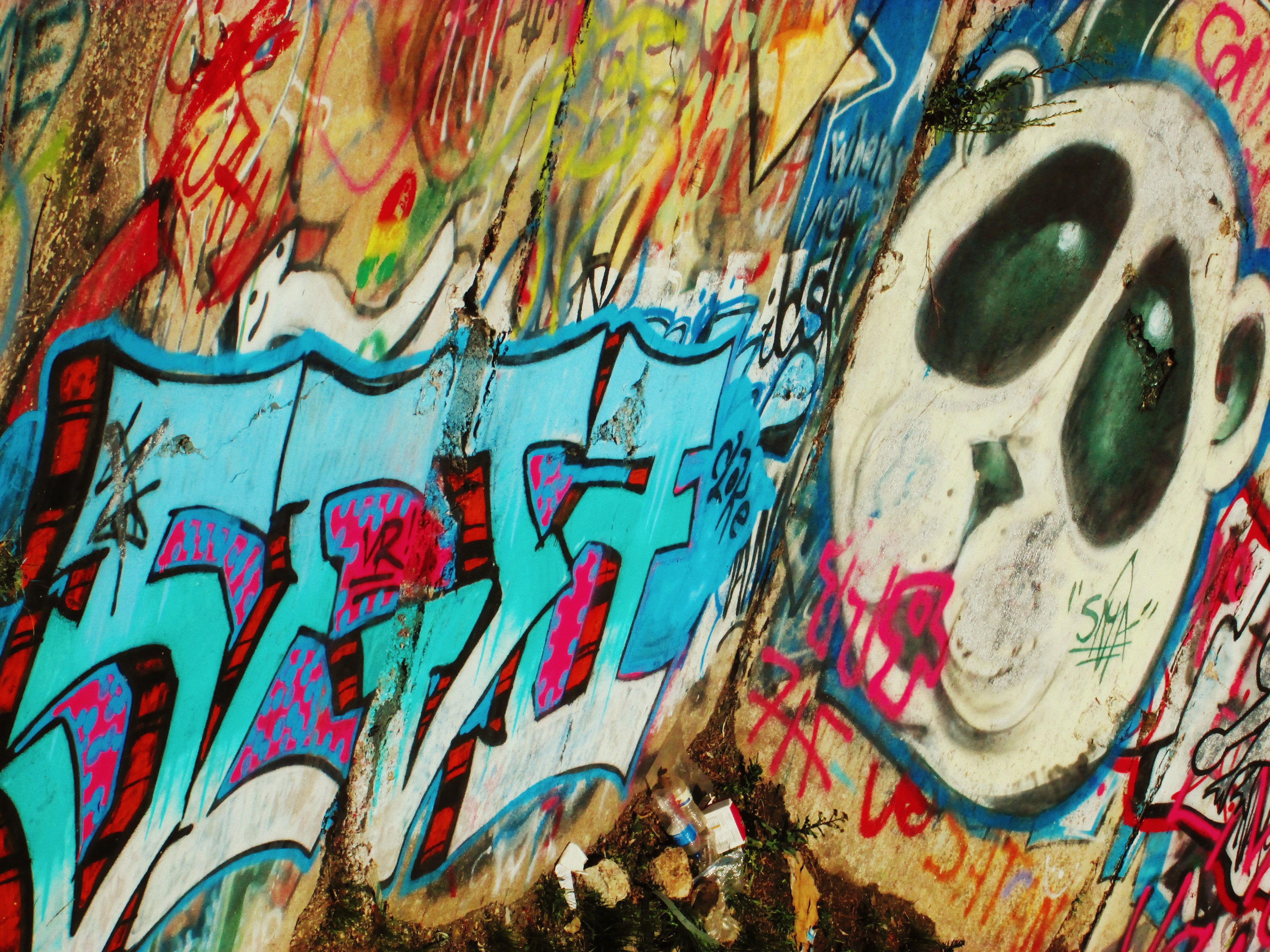 Inspiration graffiti 2 adjectives exciting passion description the bright colors draw attention