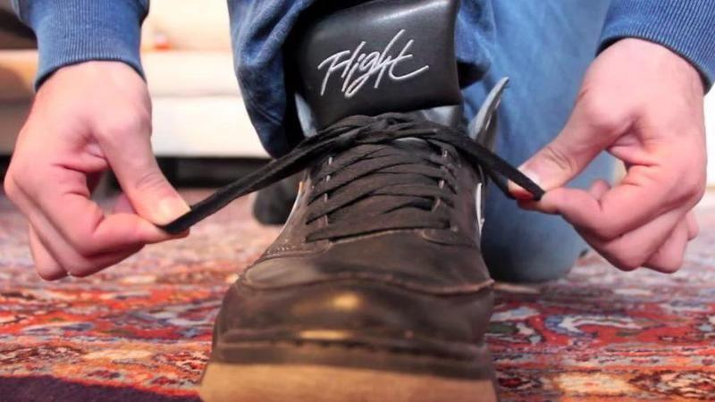 Lockerer Auftritt mit festem Knoten. Mit dieser Technik bindest Du Deine Schuhe schneller als jemals zuvor.