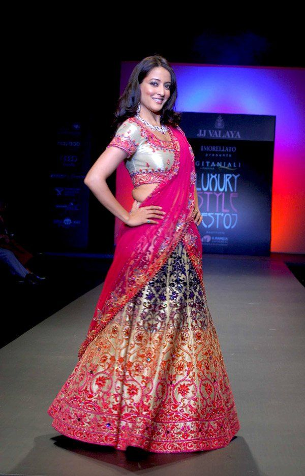 Raima Sen | Love It ... Indian-wear | Pinterest