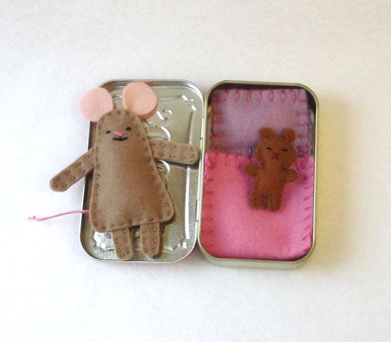 taupe Wee Mouse in Altoids Tin House with pink bedding