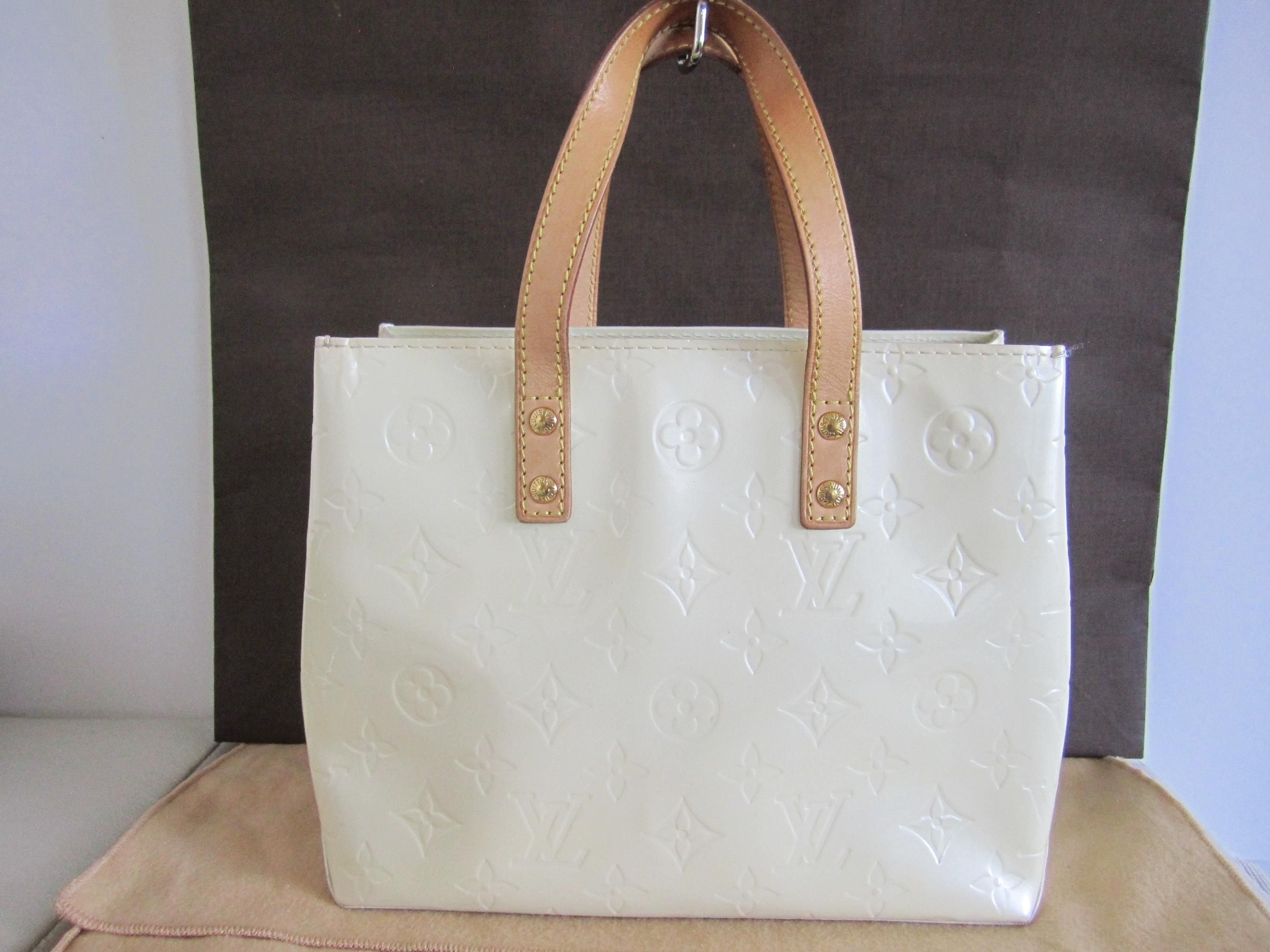 3905dfd20934 Get one of the hottest styles of the season! The Louis Vuitton Reade Vernis  Pearl Tote Bag is a top 10 member favorite on Tradesy.