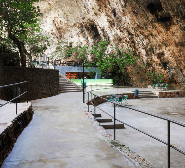 Bar en las cuevas del hams en mallorca por a2 arquitectos arquitectura pinterest - Arquitectos en mallorca ...