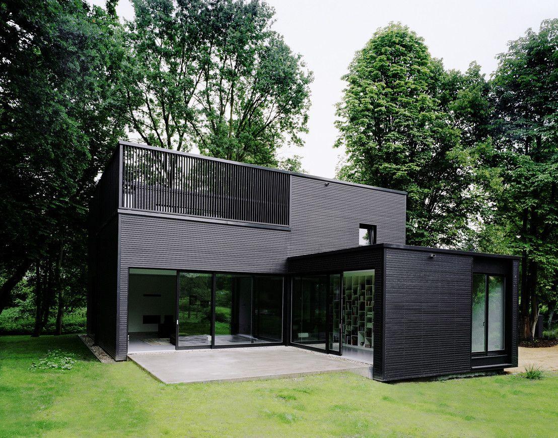 Privathaus bei berlin von iox architekten gmbh fassade for Minimalistisches haus