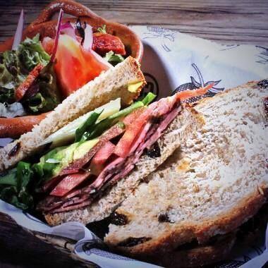 Disfruta tu domingo con un delicioso sandwich de roast beef http://www.centralcentral.com.mx/cc/index.htm