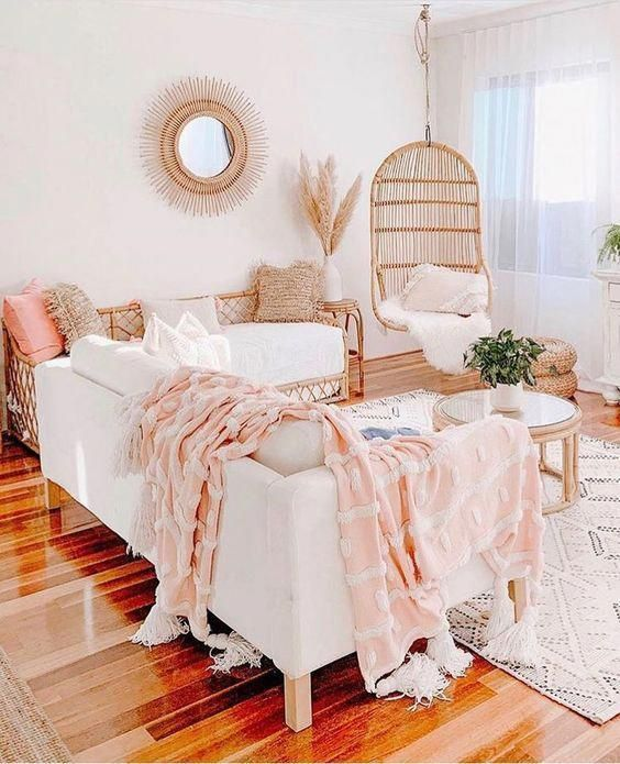 There are many great reasons why it's a perfect idea to have an area rug in a bedroom, kitchen or living room. Area rugs give you comfort, warmth and it is also a great decorative item. They can be used as a piece of art on the floor and they can, for example, divide the space of your seating area from the rest of the room. #area #rug #bedroom #placement #idea #homedecorinspo