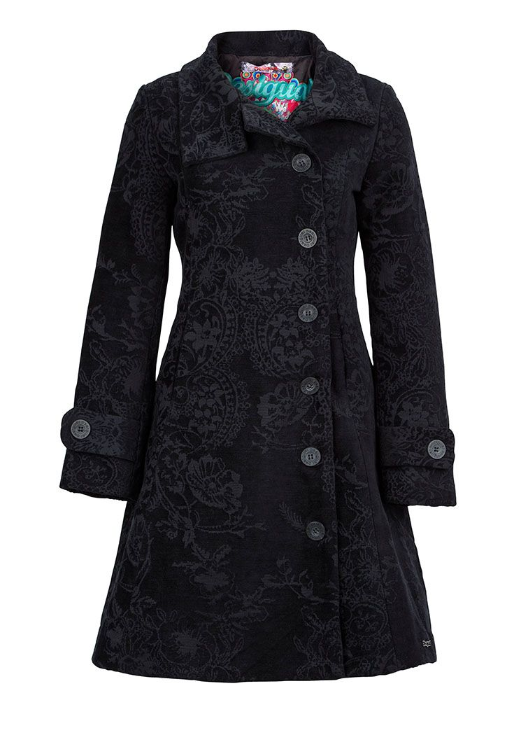 A statement coat of #Desigual adds opulence to every autumn outfit #ParndorfMustHave