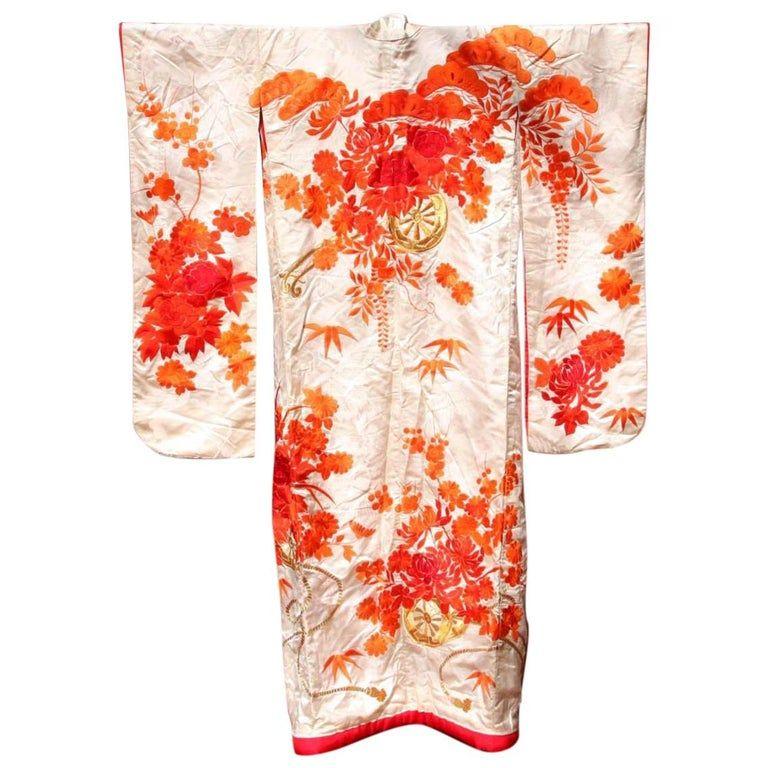 Beautiful Vintage Japanese Ceremonial Kimono Uchikake In 2020 Vintage Japanese Japanese Silk Art Deco Fashion