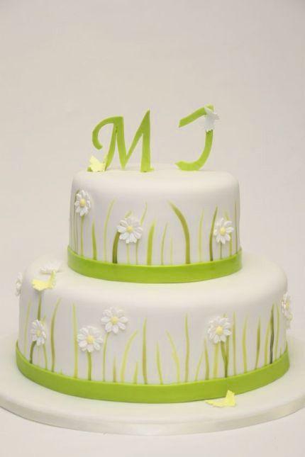 2 Stockige Hochzeitstorte Weiss Margarittenbluten Wiese