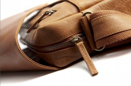 """Golden tan leather messenger for laptops, MacBooks or notebooks up to 16"""". Price: $250. More information: www.dbramante1928.com."""