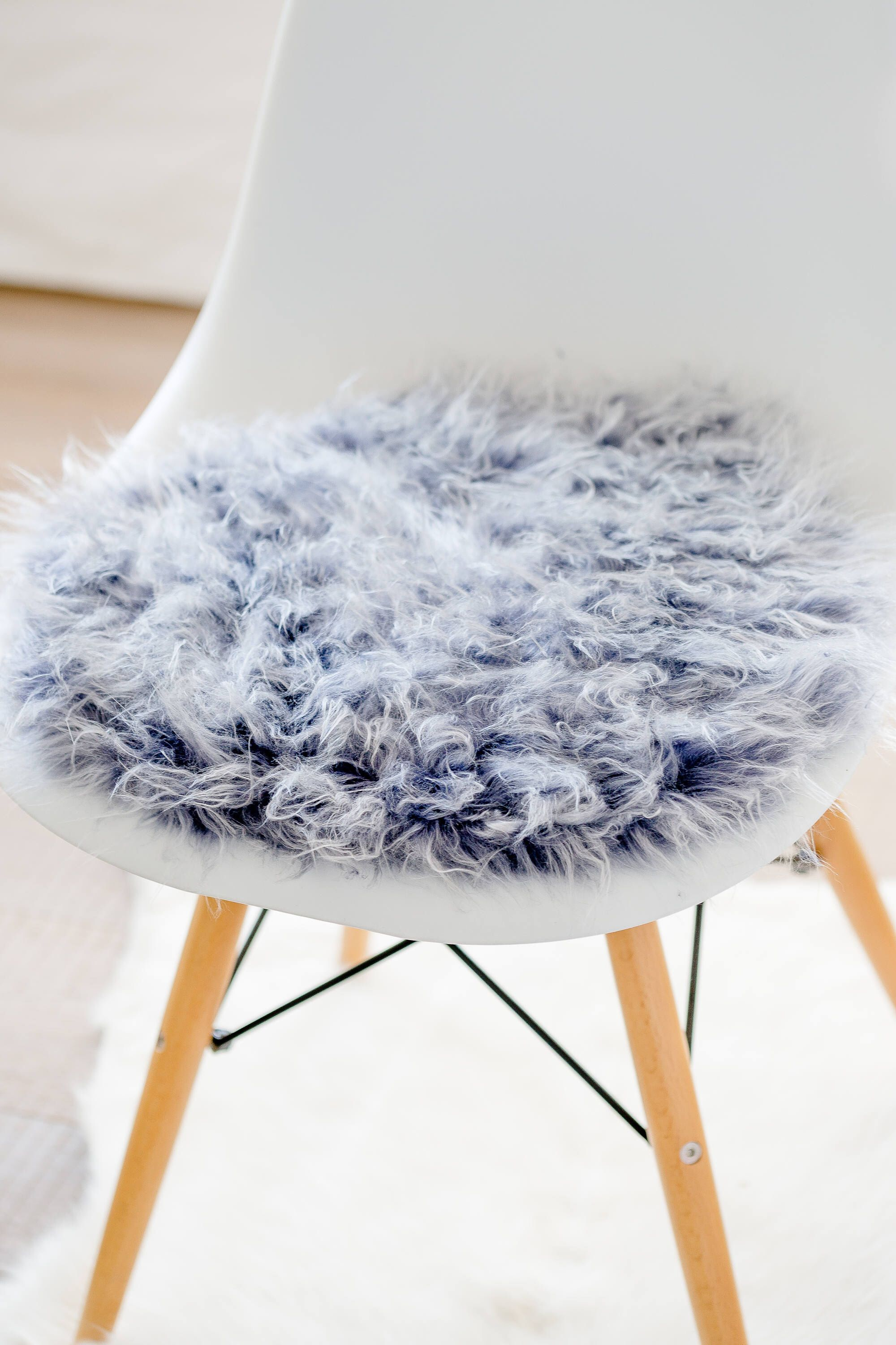 seat cushion for eameschair silver grey synthetic fur limited - Tolles Dekoration Eames Chair Sitzkissen