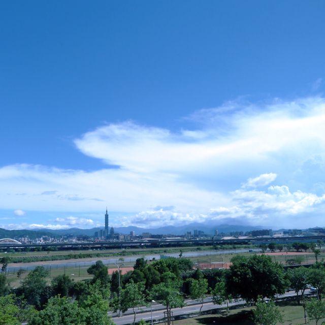 大直,熱天早上。#Dazhi #hot #morning #summer #blue #sky #Taipei #instagood