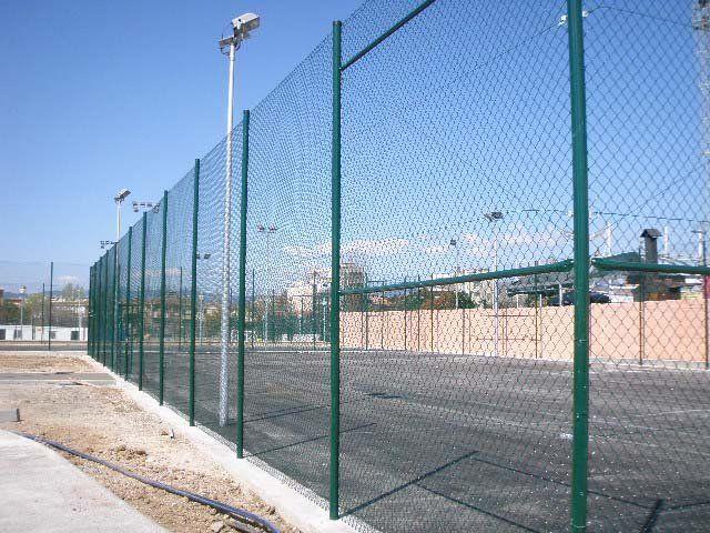 Vallas y verjas deportivas tenis de Cerramientos Vadía Cercos para