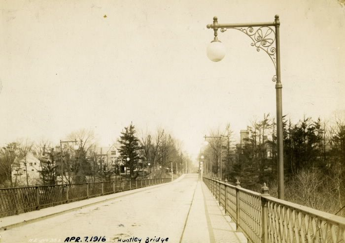 Huntley St., bridge n. of Bloor St., looking n. to Elm St. : Toronto Public Library
