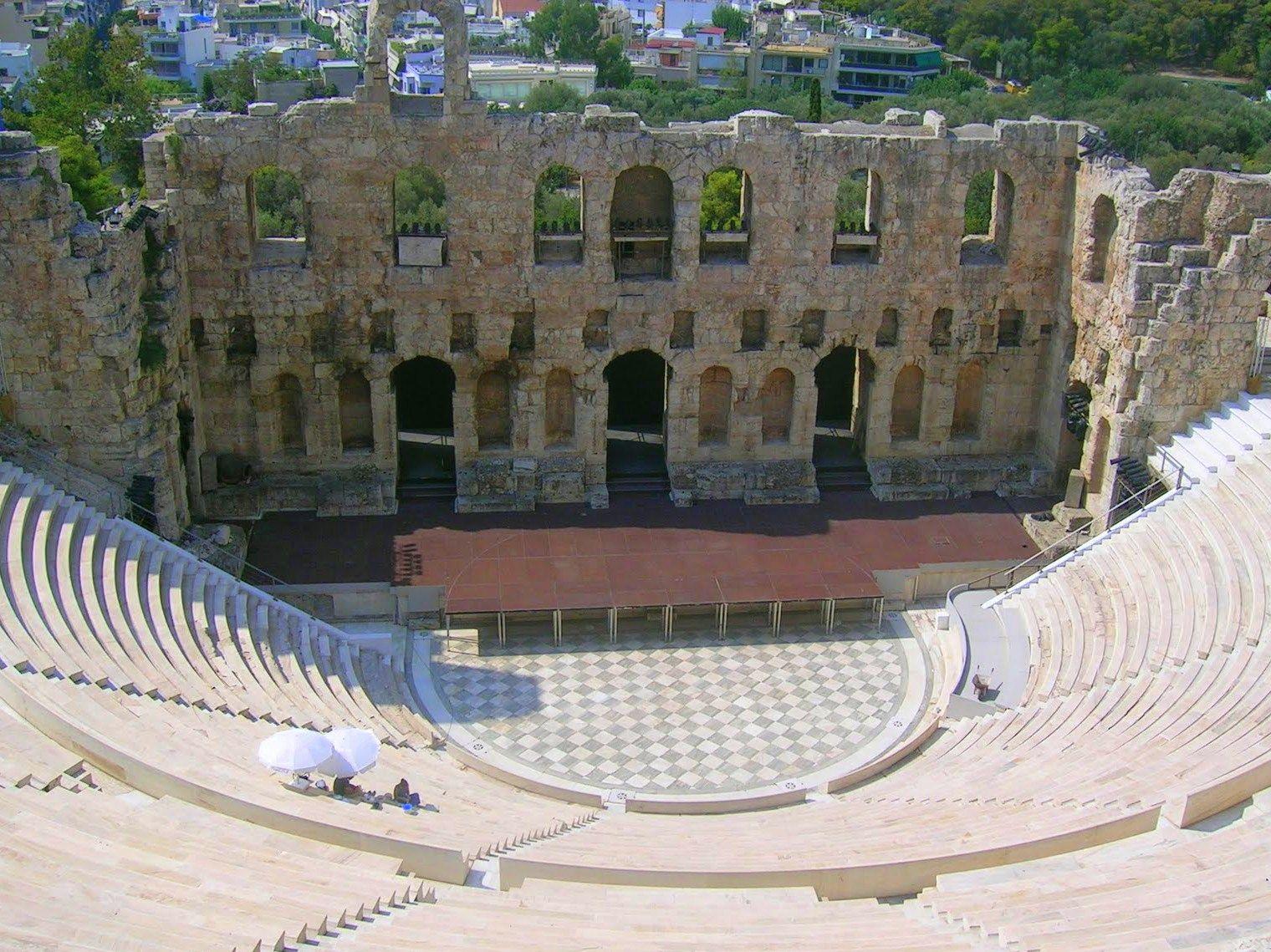 Teatro de Dionisio, El teatro nació en Atenas, Grecia, entre los siglos V y VI aC. Allí, los atenienses celebraban los ritos en honor a Dionisio, dios del vino y de la vegetación.