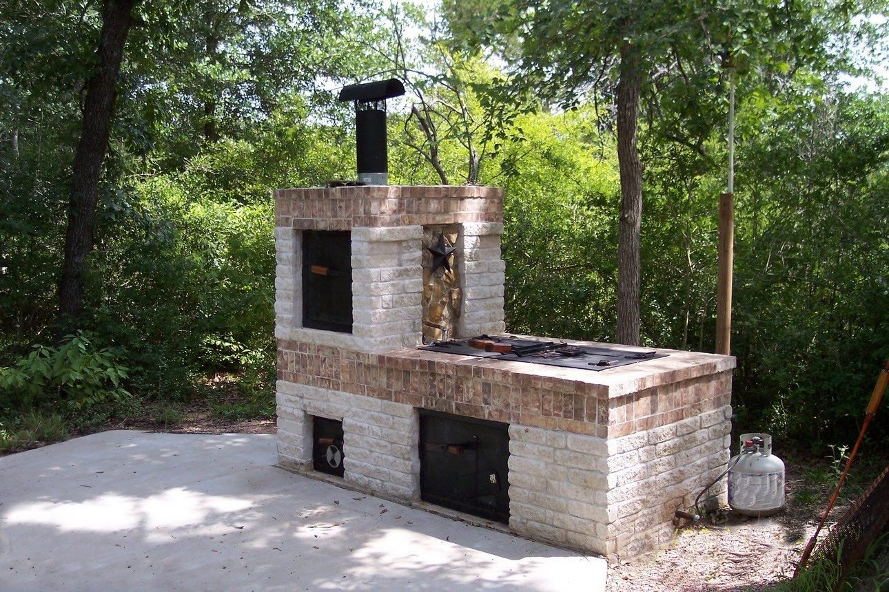 Building A Brick Bbq Smoker Brick Grill Brick Bbq Backyard Fireplace