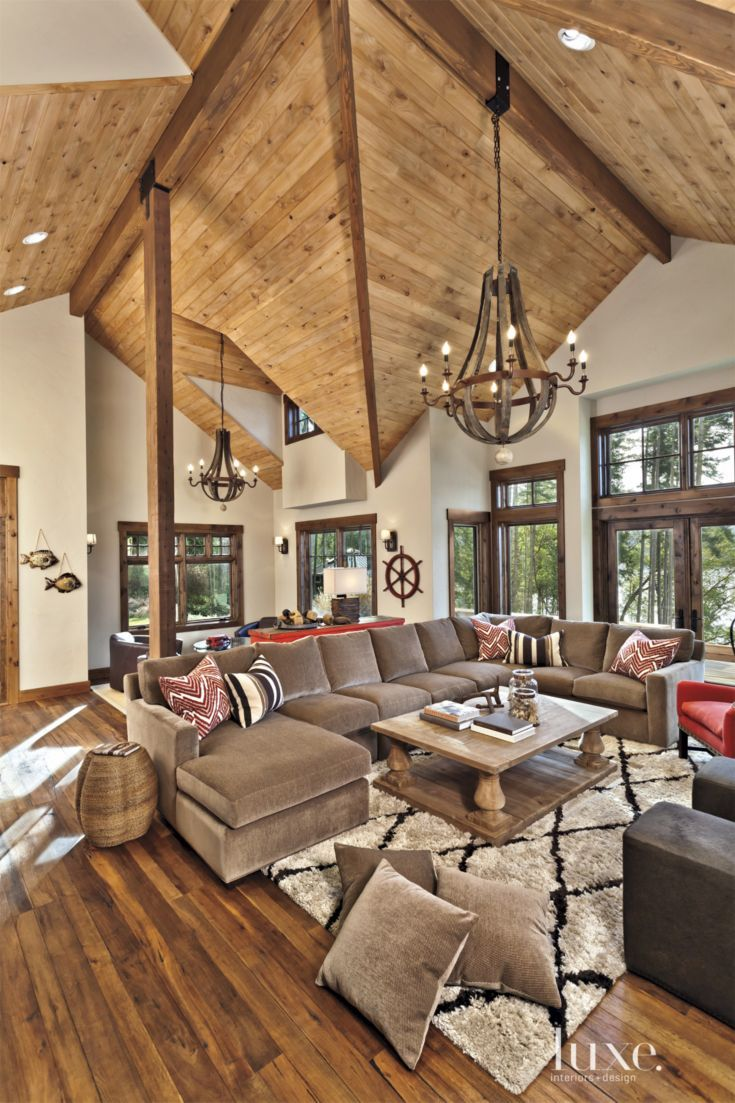 White Mountain Great Room With Vaulted Ceiling Luxe