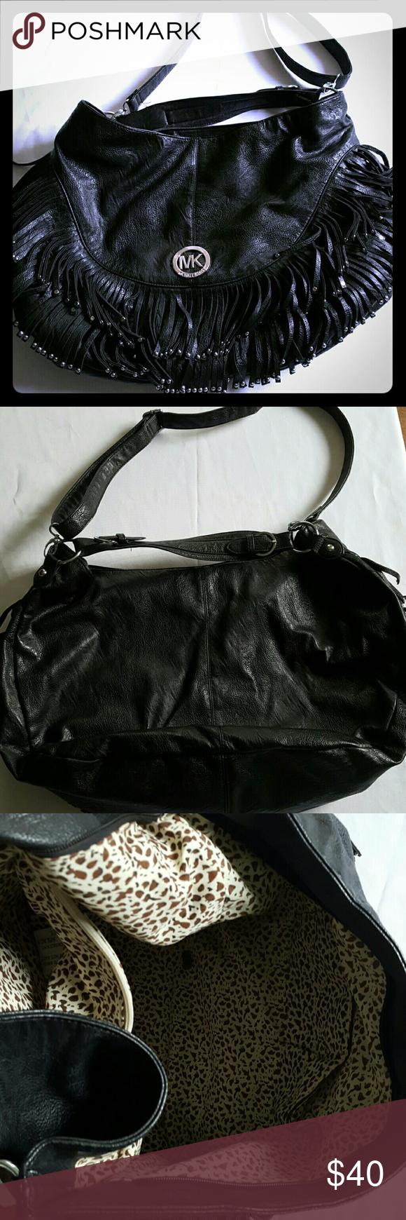 Michael kors purse Black big purse.size 18L.by 14 H. Perfect