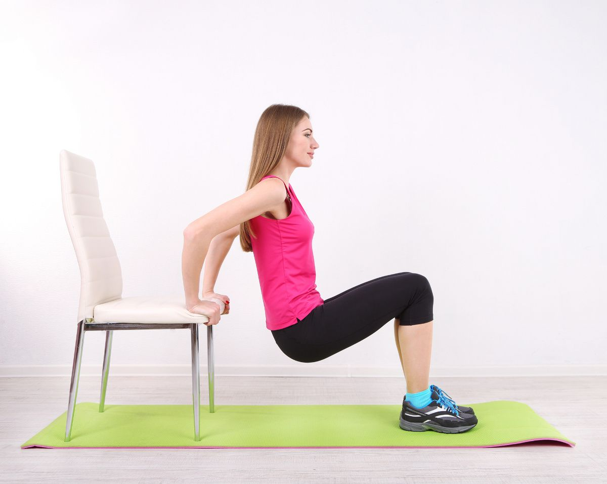 8 Exercices Fitness Et Musculation A Realiser Avec Une Chaise Fitness Musculation Exercices Abdom Fitness Et Musculation Musculation Exercices De Fitness