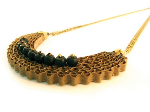 Carton necklace with onyx stones