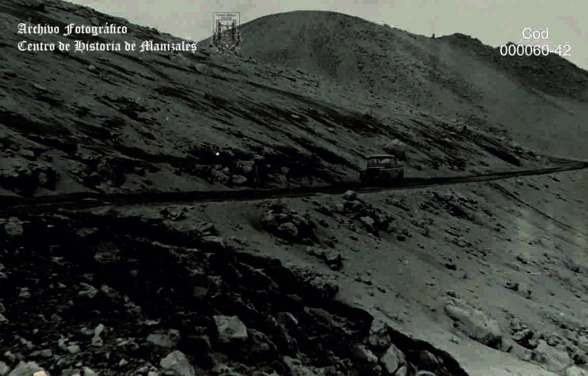 Carretera al Nevado del Ruíz en zig zag, 1986.