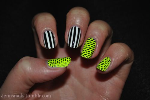 getting so tired of seeing so much nail art with the accents on the ring finger...love this!