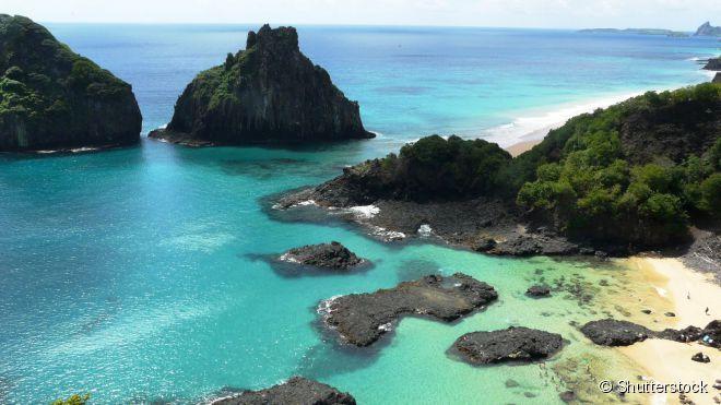 Fernando de Noronha, o arquipélago famoso de Pernambuco, além de ter paisagens naturais exuberantes, reserva atrações históricas e culturais