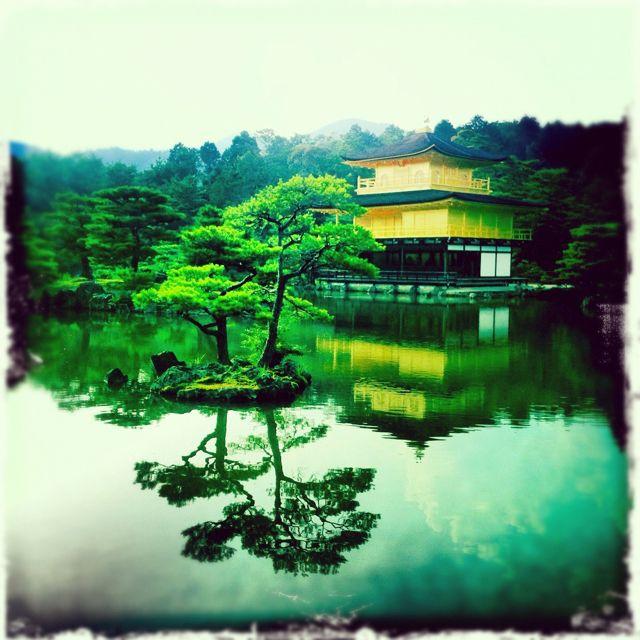 Visitamos a última hora de la tarde el Golden Pavillion de Kyoto.
