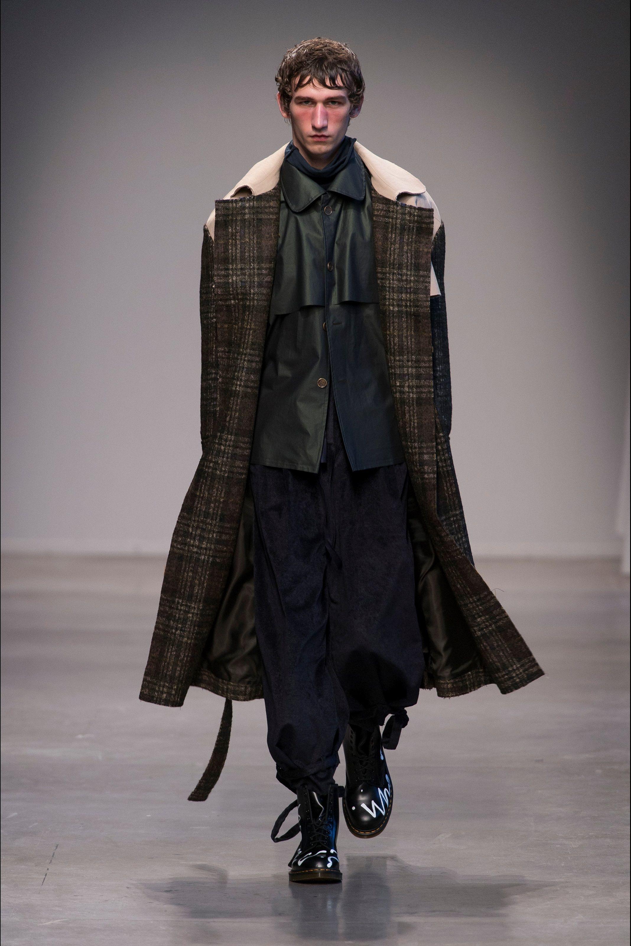 Sfilata Moda Uomo Miaoran Milano - Autunno Inverno 2017-18 - Vogue ... 2045a27d755