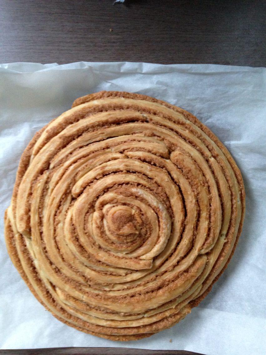 """Giant cinnamon roll a la """"Uit Paulines keuken"""". Niet echt een replica maar wel lekker"""